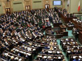 Demokratyczna demokracja czy semidemokratyczna degrengolada?